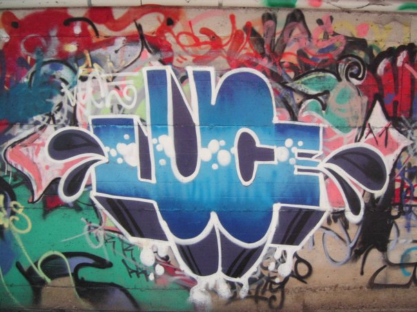 graphic-designer-freelance-graffiti-murales-azzurro